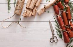 Creatieve hobby Het met de hand gemaakte suikergoed van de Kerstmisslinger van document Stock Foto's