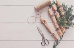 Creatieve hobby Het met de hand gemaakte suikergoed van de Kerstmisslinger van document Stock Fotografie