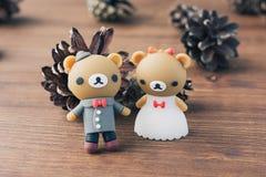Creatieve houten usbstok zoals een teddybeer op achtergrond Stock Foto's