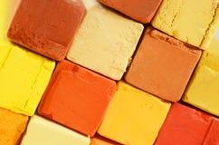 Creatieve kunstachtergrond - close-up van heldere pastelkleurkleurpotloden Royalty-vrije Stock Foto's