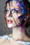 Creatieve kunstmake-up van een jong meisje met blauwe ogen. royalty-vrije stock foto