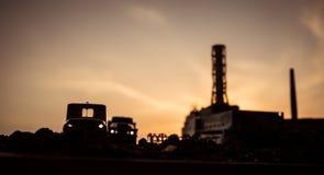 Creatieve kunstwerkdecoratie De kernenergieinstallatie van Tchernobyl bij nacht Lay-out van de verlaten post van Tchernobyl na ke stock fotografie
