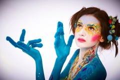 Creatieve lichaam-kunst die op een vrouw wordt geschilderd Stock Foto's