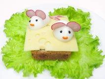 Creatieve plantaardige sandwich met kaas stock afbeelding