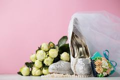 Creatieve samenstelling van bruids kantschoenen Royalty-vrije Stock Foto's