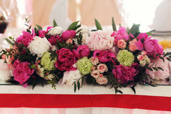 Creative fresh flowers decoration pink red and white roses at we Royalty Free Stock Photography