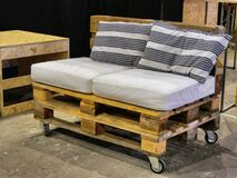 Free Creative Re-use Of Storage And Delivery Woodden Pallets For Handcrafted Sofa Stock Photo - 186574040