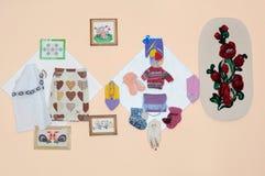Creatividad. Artículos de la artesanía hechos por los niños Imagen de archivo