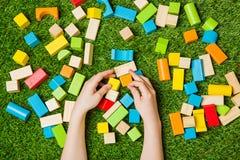 Creativly строя от блоков цвета деревянных Стоковая Фотография RF