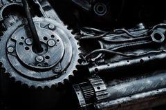 Creativo ricicli il vecchio robot del meccanismo o il fondo approssimativo di struttura del metallo fotografia stock