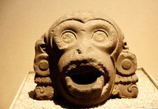 Creatura mitologica - dettagli di pietra nel museo di antropologia nel Messico - 2 immagine stock libera da diritti