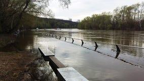 Crecida de la primavera del río de Moscú foto de archivo