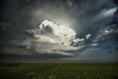 Crecimiento explosivo de una tormenta Imagen de archivo libre de regalías
