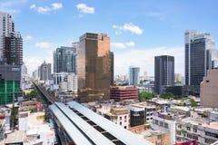 Crecimiento a lo largo de líneas ferroviarias en Bangkok Fotos de archivo libres de regalías