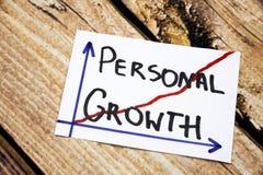 Crecimiento personal - escritura en una tinta negra en el concepto de madera del fondo para el desarrollo personal imagenes de archivo