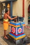 Credente del tempio indù di Sri Mariamman Fotografia Stock