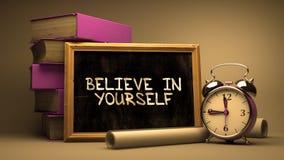 Credi in voi stesso scritto a mano sulla lavagna Fotografia Stock Libera da Diritti