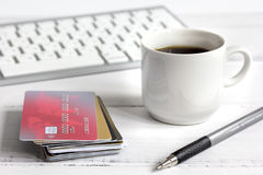 Credit card, keyboard and coffee cup on wooden background Royalty Free Stock Photos