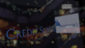 Credit Suisse grupperar logo på exponeringsglaset mot suddig affärsmitt Redaktörs- tolkning 3D Royaltyfria Bilder