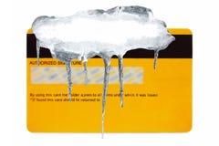 Creditcard die met ijs wordt behandeld Stock Afbeelding