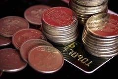 Creditcard en muntstukken stock afbeeldingen