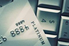 Creditcard op toetsenbord Consumentisme, Online Aankoop en Bank C royalty-vrije stock afbeeldingen