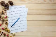 Cree el papel de nota de la hoja de música de mí mismo Lápiz de la visión superior, música sh Fotografía de archivo libre de regalías