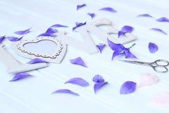 Creeer met de hand gemaakte bloemen Werkschema, hulpmiddelen en materialen Royalty-vrije Stock Foto's