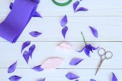 Creeer met de hand gemaakte bloemen Werkschema, hulpmiddelen en materialen Stock Fotografie