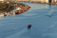 The Creek con el área de la oficina Dubai de Dubai, UAE Foto de archivo libre de regalías