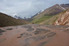 Creek with a large number of arms in the mountains. In one of the pockets of East Glacier Kyzylsu interesting rivulet flows, which breaks up into many branches Stock Photos