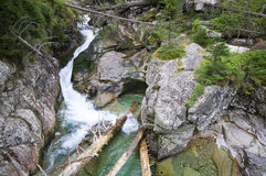 Creekmeandering between large rocks Royalty Free Stock Photos