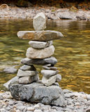 Creekside Inukshuk Photographie stock libre de droits