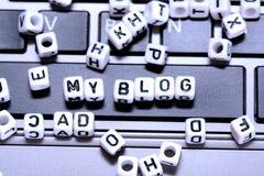 Crei il vostro blog ed inizi a scrivere per comunicare con il mondo fotografie stock
