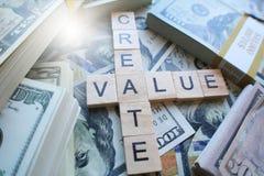 Crei la chiave del valore a successo per gli imprenditori fotografie stock libere da diritti
