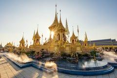 Cremação real dourada em Banguecoque imagem de stock