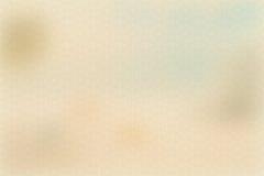 Crema amarilla o color beige, papel de pergamino, pendiente en colores pastel abstracta del vintage del oro con el fondo marrón,  imagen de archivo