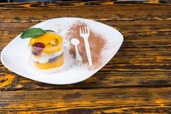 Crema batida con sabor a fruta deliciosa de la fruta cítrica con la naranja Fotografía de archivo libre de regalías