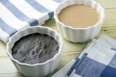 Crema batida del chocolate y del melocotón Fotos de archivo