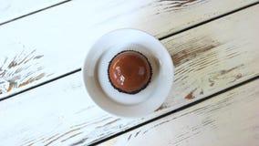 Crema batida francesa esmaltada con sabor del cacao almacen de video