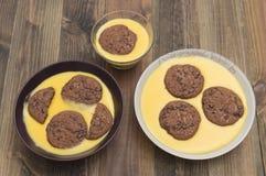 Crema con i biscotti Fotografia Stock