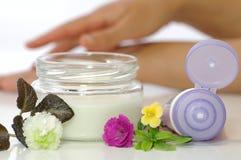 Crema cosmética para la piel Imagen de archivo libre de regalías