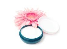 Crema de cara con la flor Foto de archivo libre de regalías