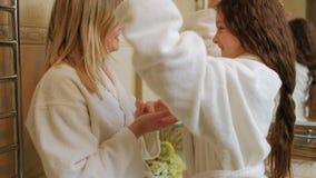Crema de la mano de la cara de la forma de vida de la familia del cuidado del cuerpo de la belleza metrajes