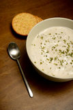 Crema de la sopa de champiñones en la tabla de madera Fotos de archivo