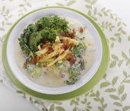 Crema de la sopa del bróculi imagenes de archivo