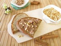 Crema del cioccolato con cannella e le mandorle Immagini Stock