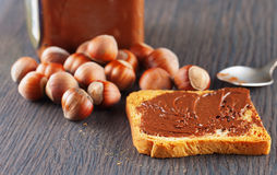 Crema del cioccolato e della fetta biscottata Immagini Stock