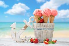 Crema del gelato alla frutta della fragola Fotografia Stock Libera da Diritti
