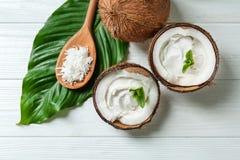 Crema della noce di cocco in dadi fotografia stock libera da diritti